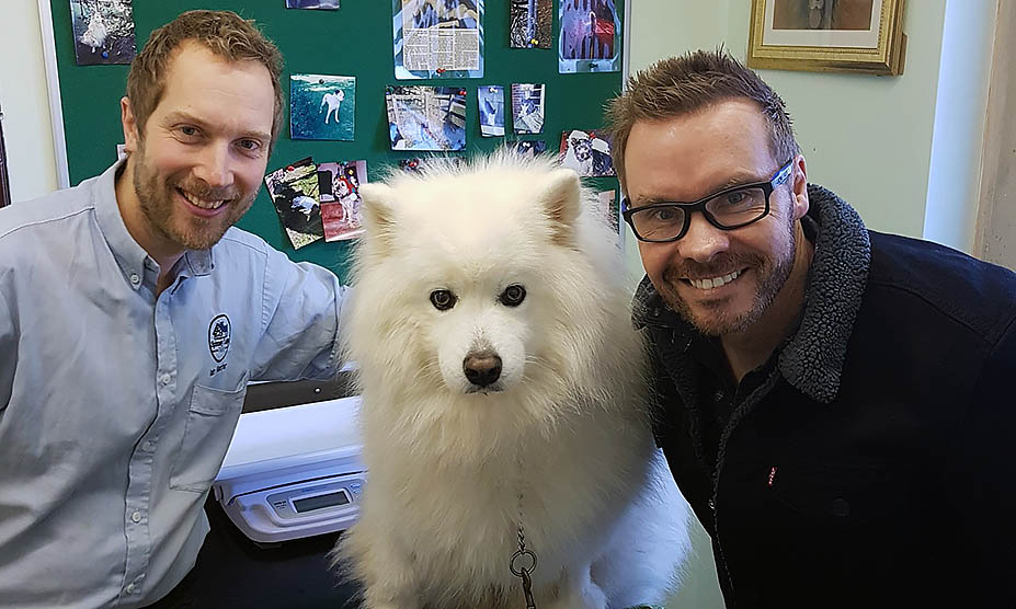 TV magician David Penn with Blammo and, left, Spinney Vets clinical director Iain Fletcher